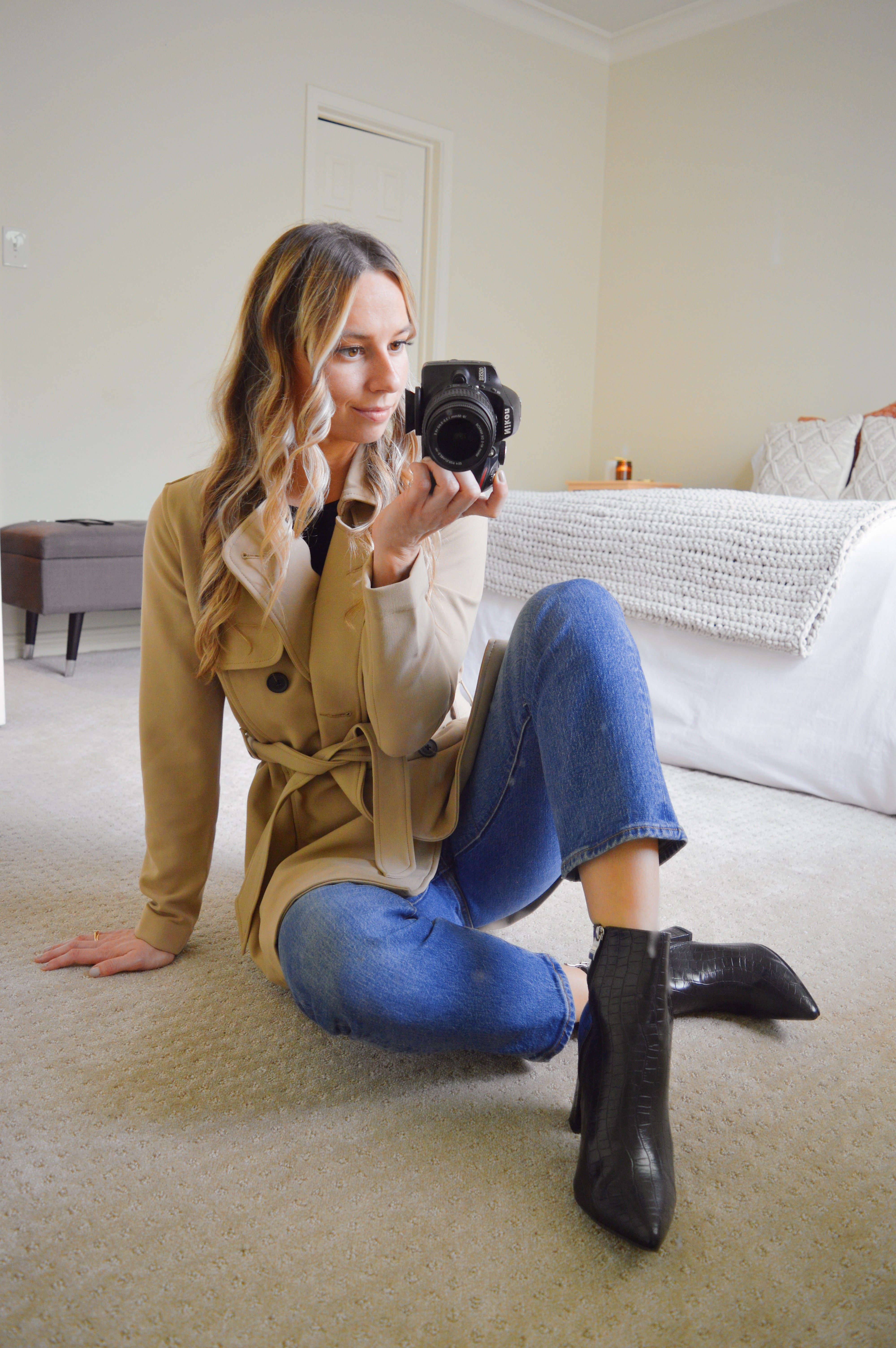 trench-coat-black-boots